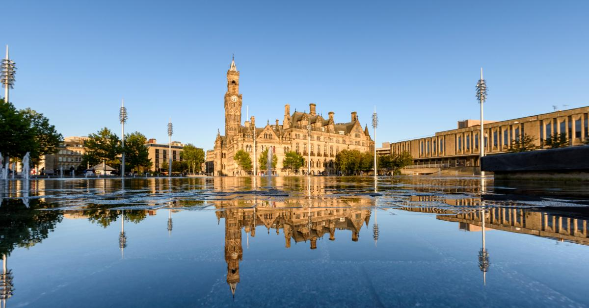 Holiday cottages & apartments in Bradford from £19
