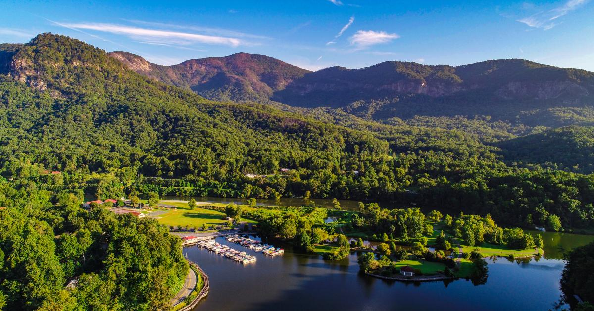 Black Mountain Vacation Rentals from $44 | HomeToGo