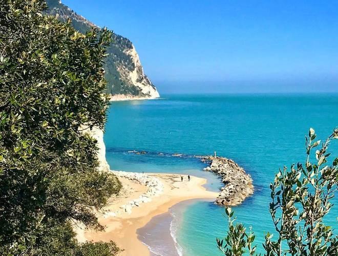 Cartina Conero Marche.Le Spiagge Piu Belle Della Riviera Del Conero Casevacanza It