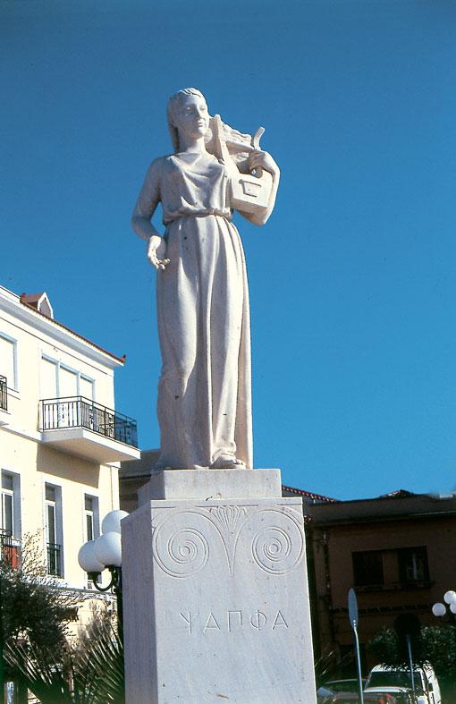 Safo con una lira, en Lesbos