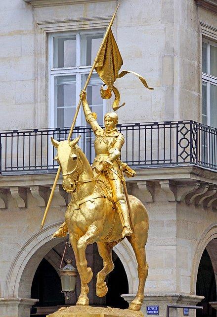 Estatua ecuestre de Juana de Arco en París.