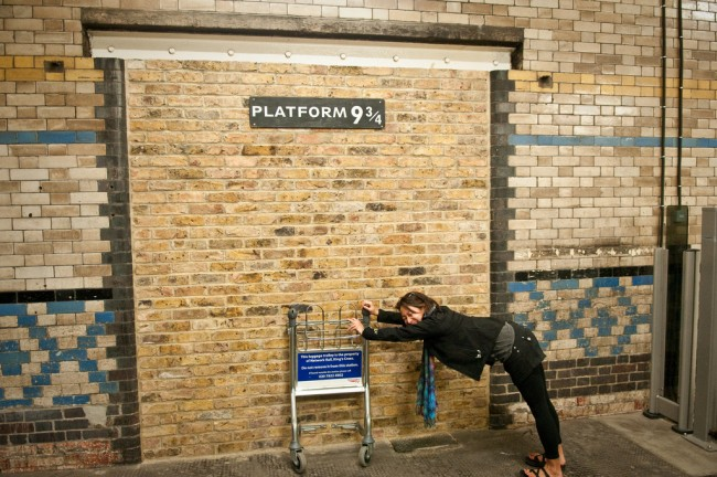A wall with a sign saying Platform 9 3/4