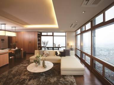 1350 Ft² Apartment