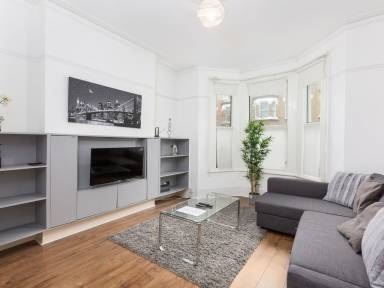 93 M² Apartment